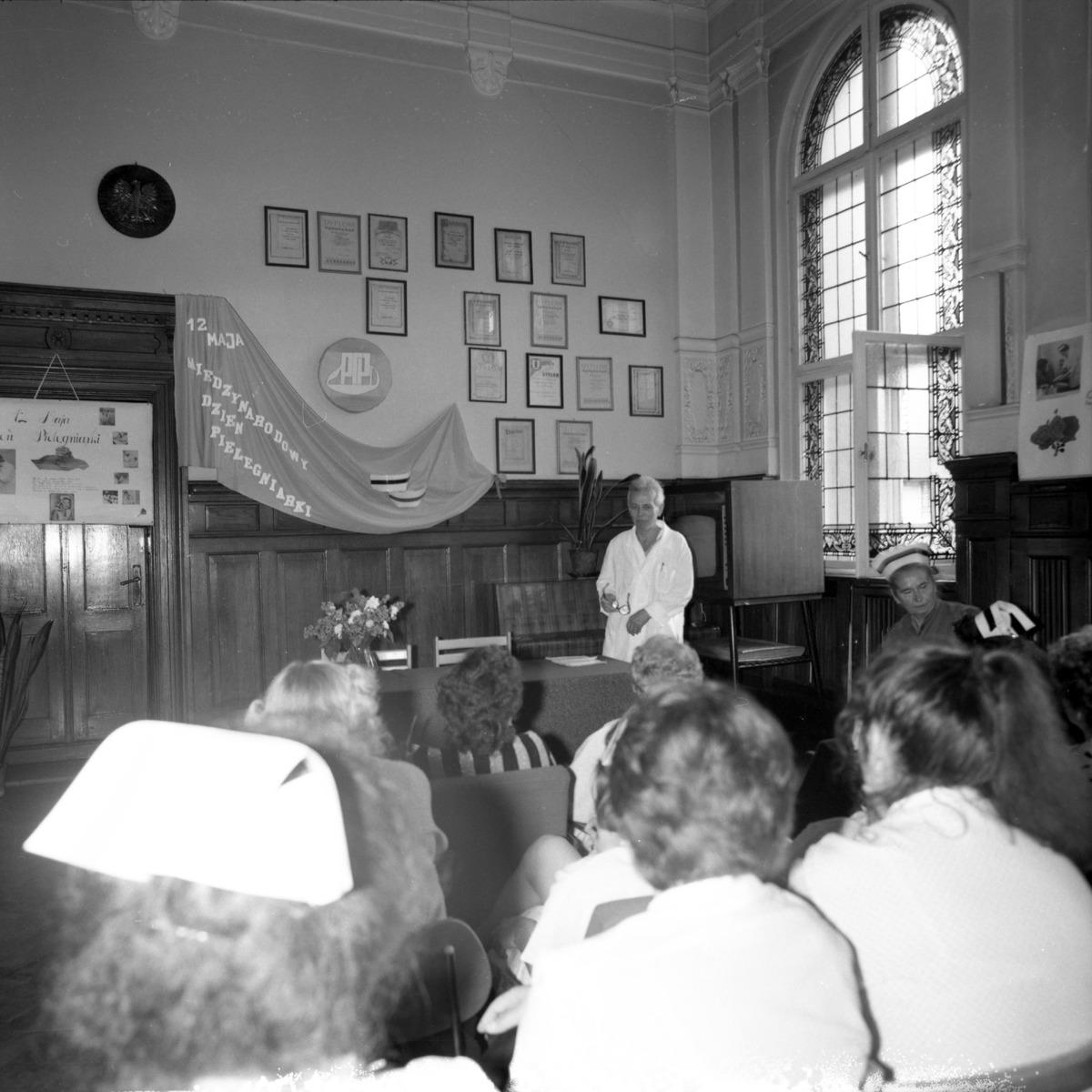Międzynarodowy Dzień Pielęgniarki i Położnej 1990 r.
