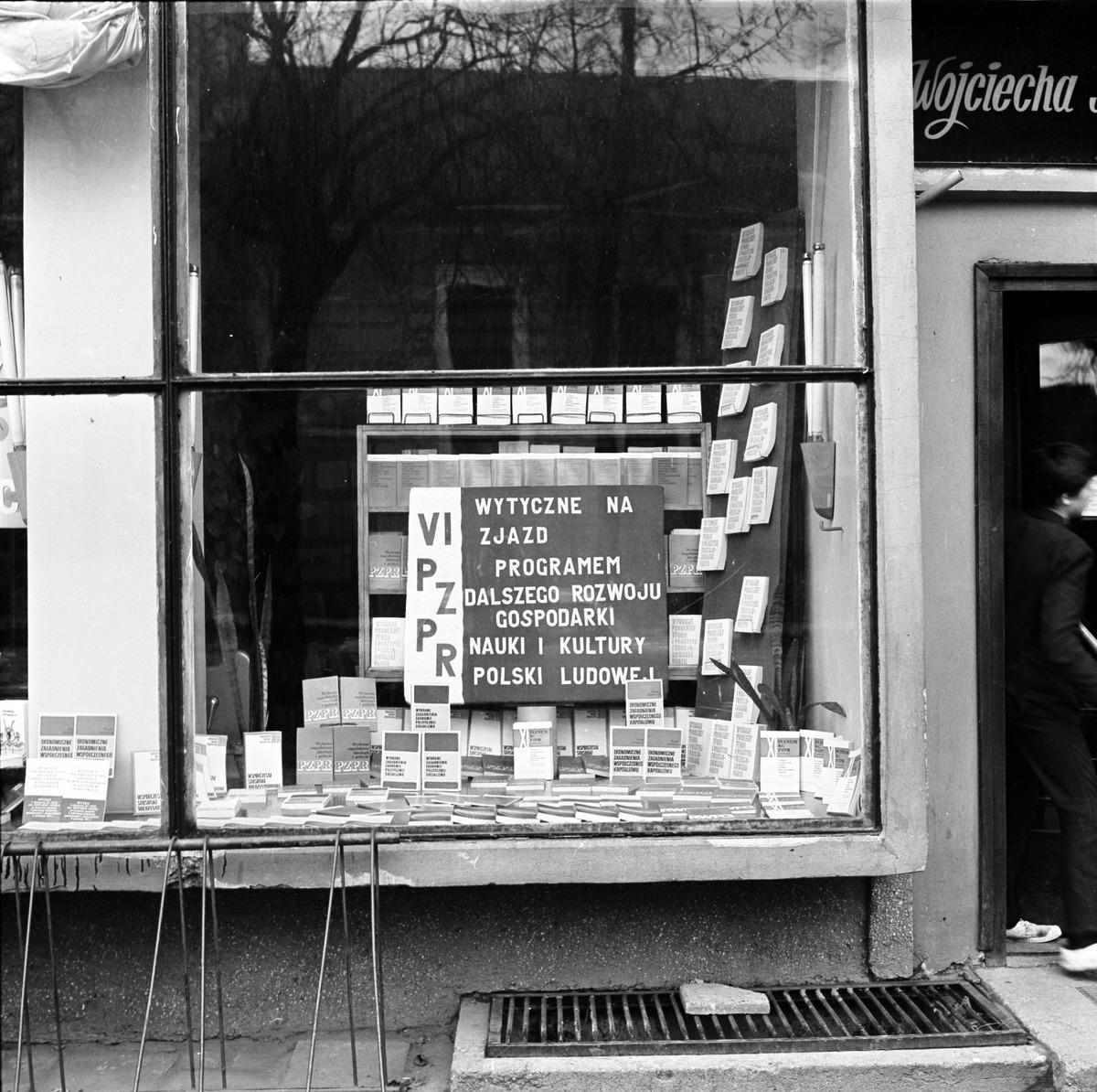 Witryna Domu Książki, 1972 r. [3]