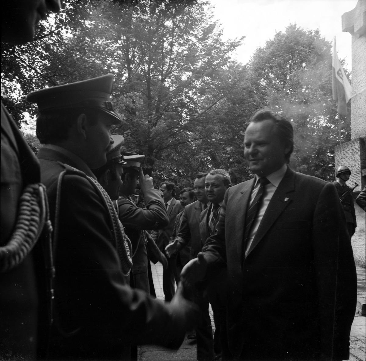 Delegacja ZSRR na cmentarzu żołnierzy radzieckich [9]