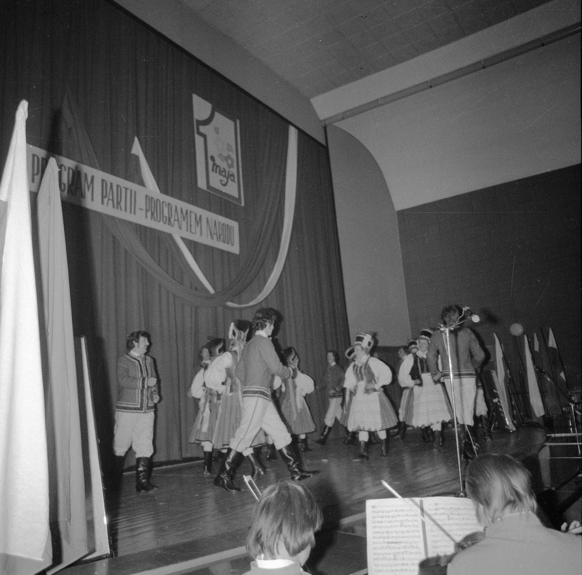Wręczenie sztandaru Komitetowi Miejskiemu PZPR, 1976 r. [3]