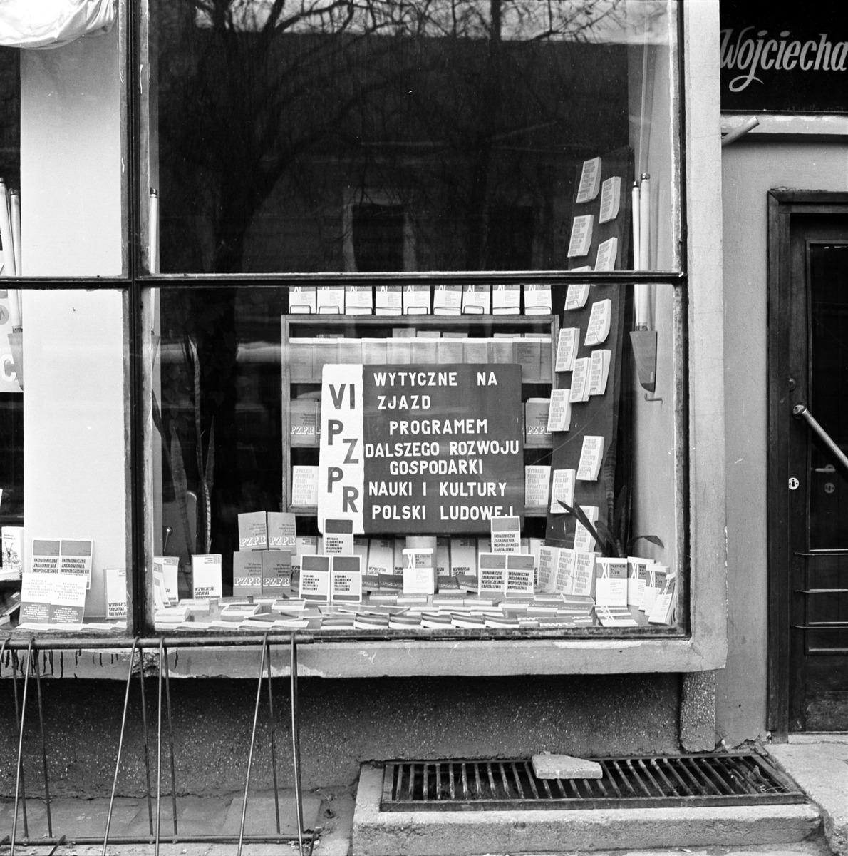 Witryna Domu Książki, 1972 r. [4]