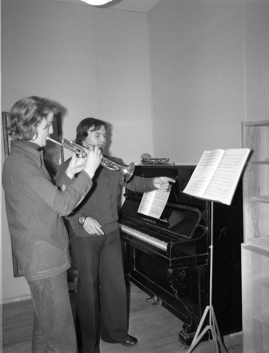 Zajęcia w szkole muzycznej [4]