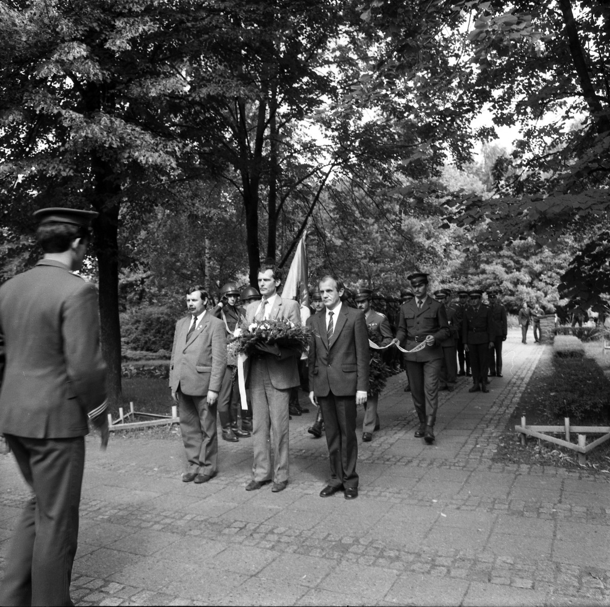 Delegacja ZSRR na cmentarzu żołnierzy radzieckich [4]