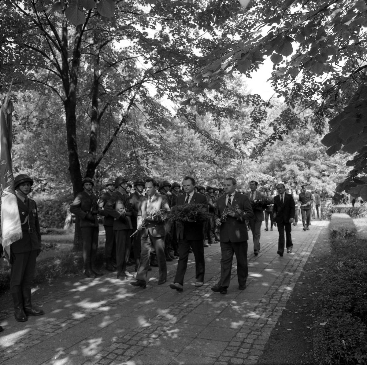 Delegacja ZSRR na cmentarzu żołnierzy radzieckich [7]