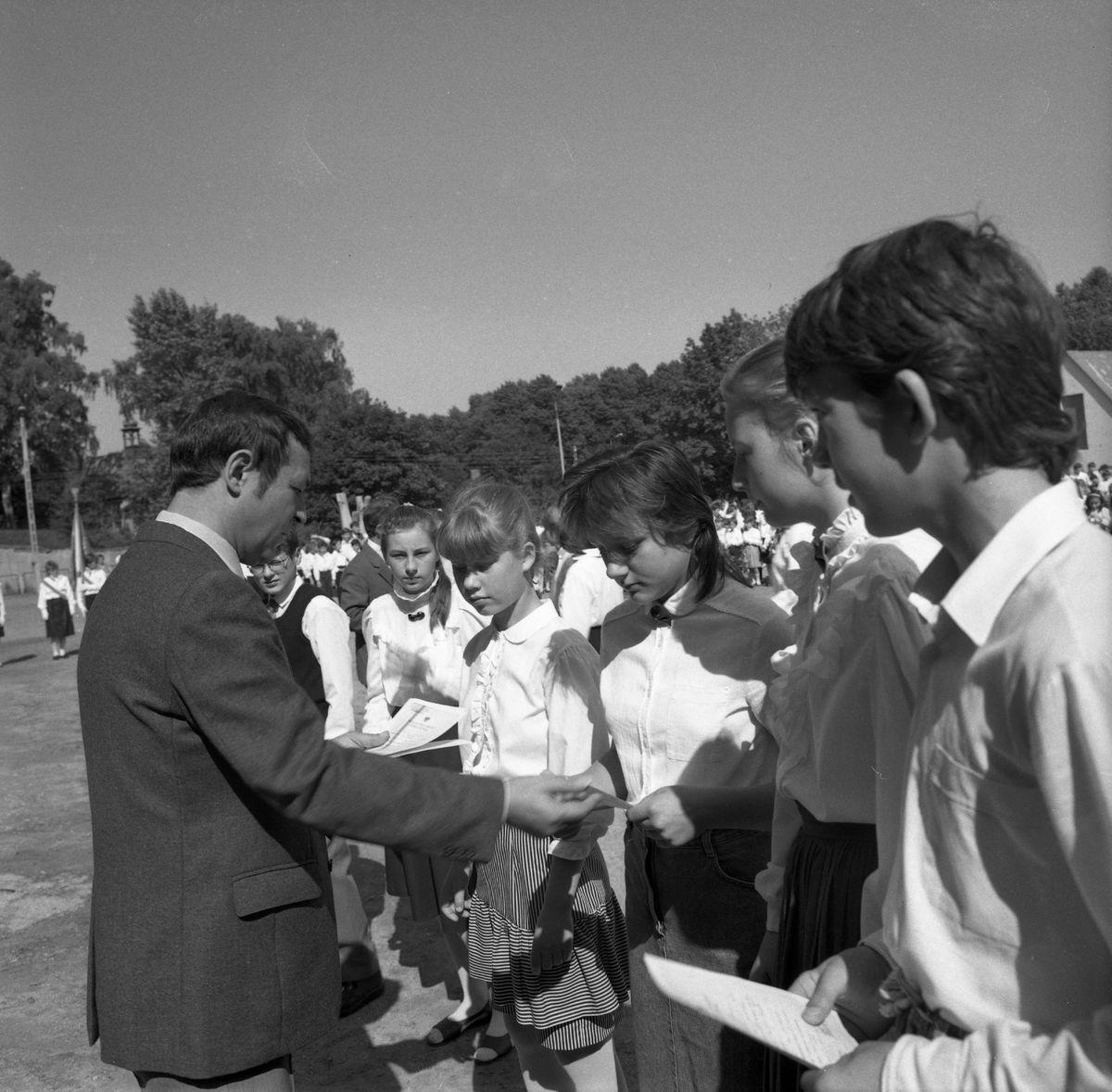 Zakończenie roku w SP nr 2, 1989 r. [4]