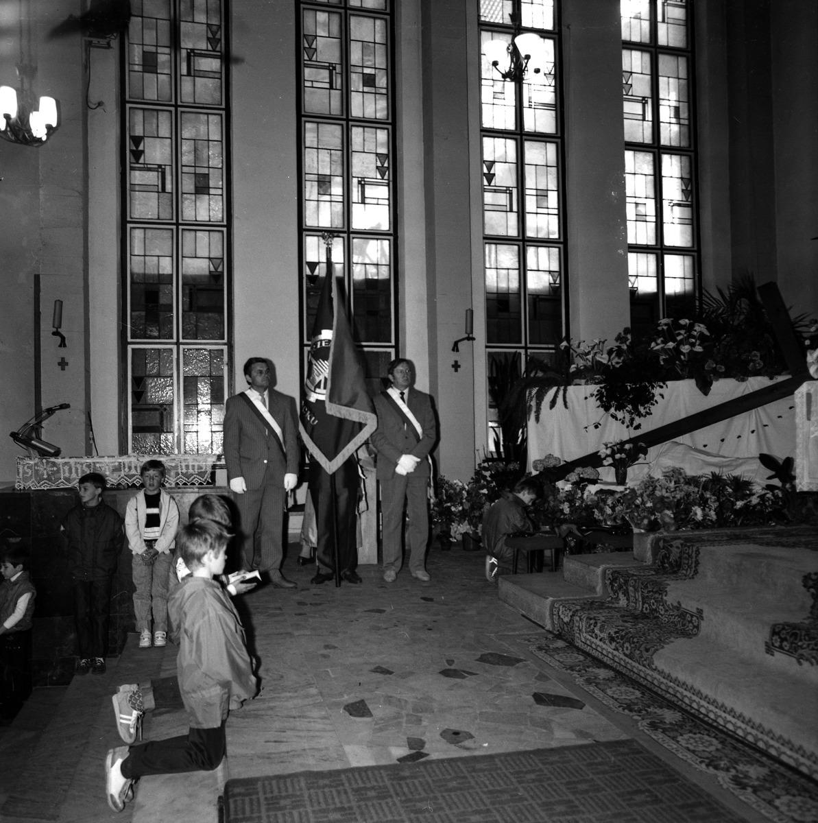 Poświęcenie sztandaru Cechu Rzemiosł Różnych, 1990 r. [1]