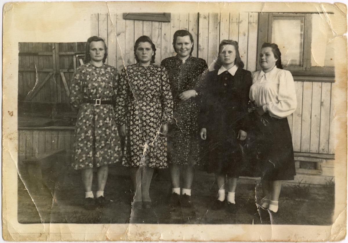 Jadwiga Naumowicz z koleżankami