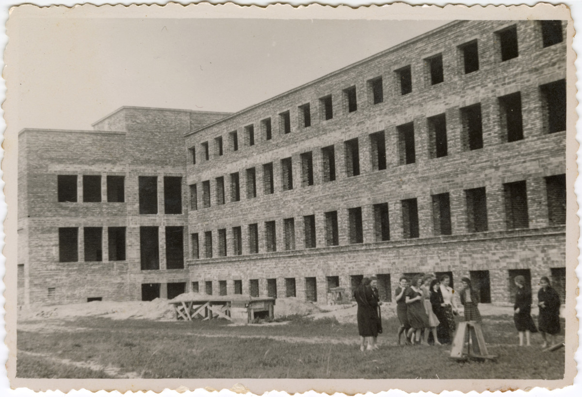 Budynek Gminnej Szkoły Gospodarstwa Domowego w Wawrze, 1940 r. [2]