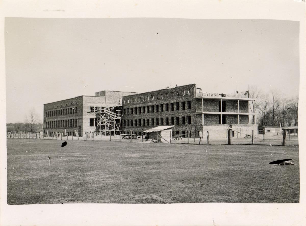 Budynek Gminnej Szkoły Gospodarstwa Domowego w Wawrze, 1940 r. [3]