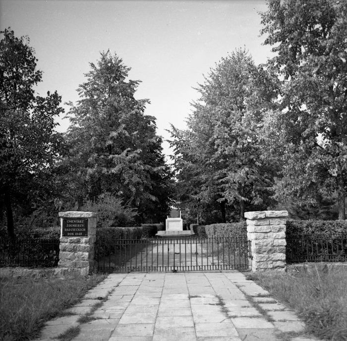 Cmentarz wojenny żołnierzy radzieckich [8]