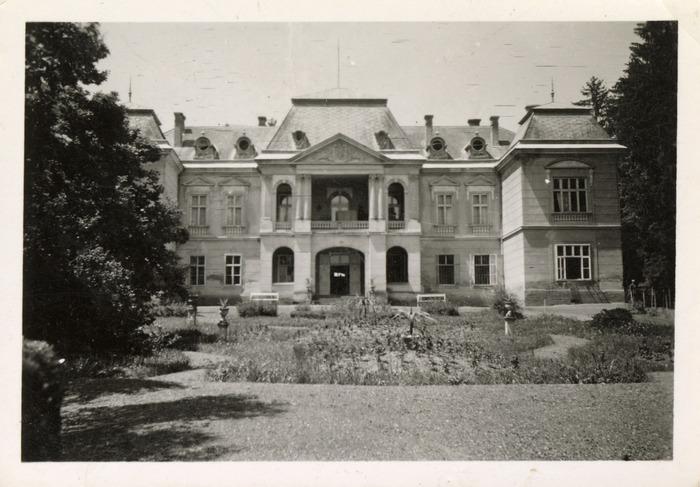 Maria Cichosz podczas internowania na Węgrzech [1]
