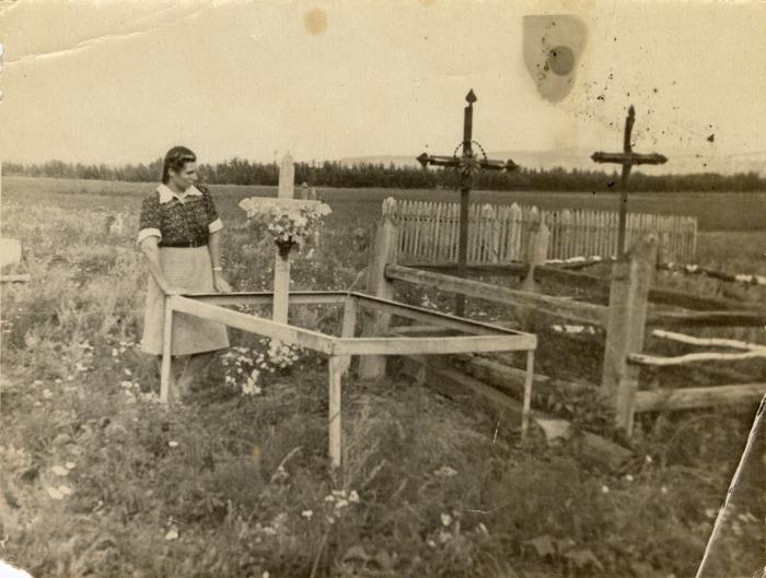 Eugenia Juchniewicz na cmentarzu w Janowie