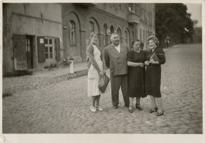 Jan Matyszczak z żoną i znajomymi [2]