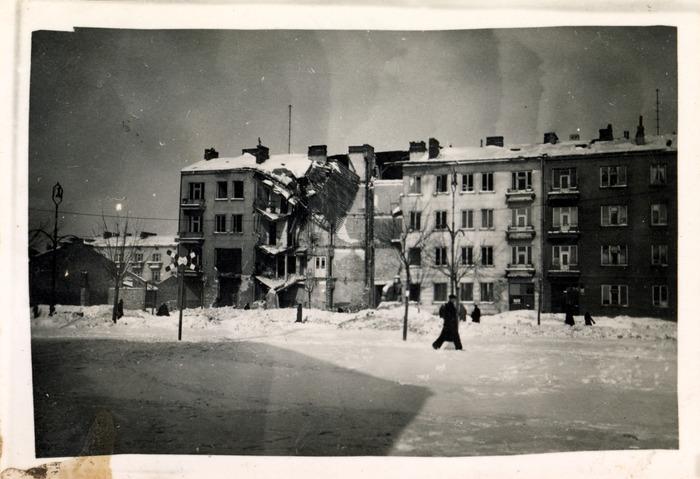 Zniszczenia wojenne w Warszawie, 1940 r. [3]