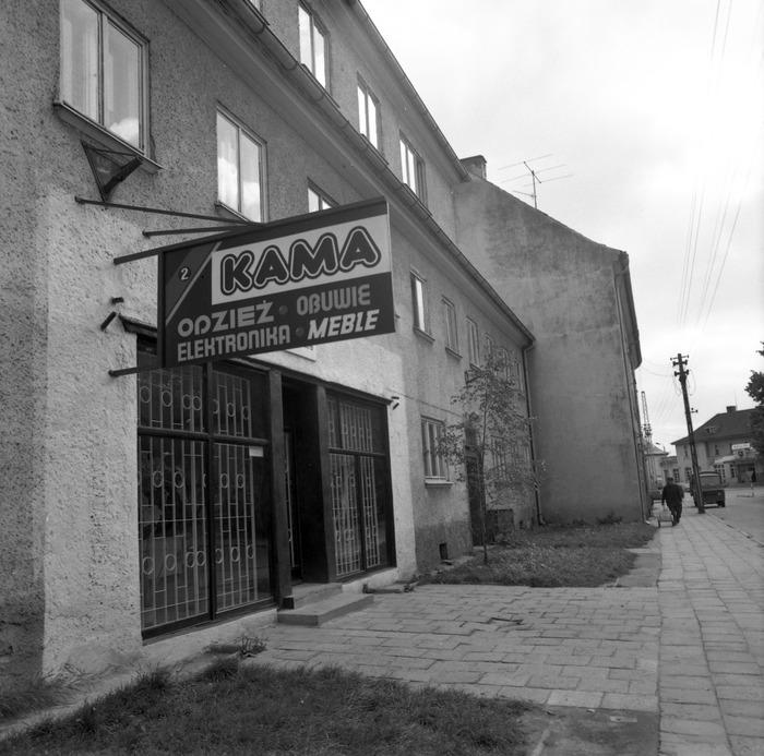 Sklep wielobranżowy KAMA przy ul. Armii Krajowej [2]