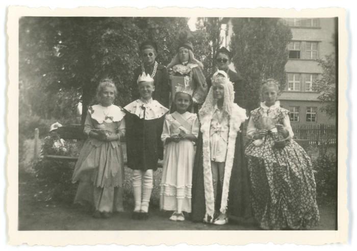 Przedstawienie teatralne w przedszkolu, 1956 r. [4]
