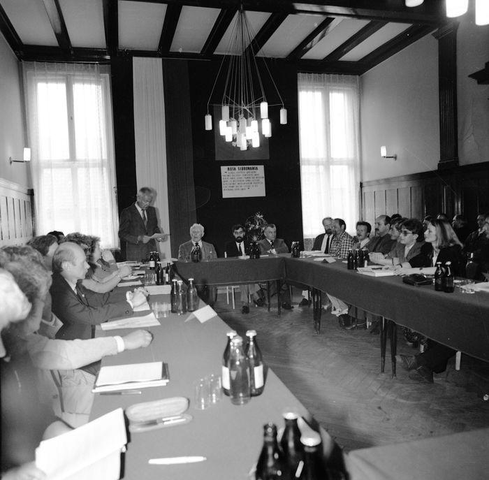 Uroczysta sesja Rady Miejskiej, 1990 r. [1]