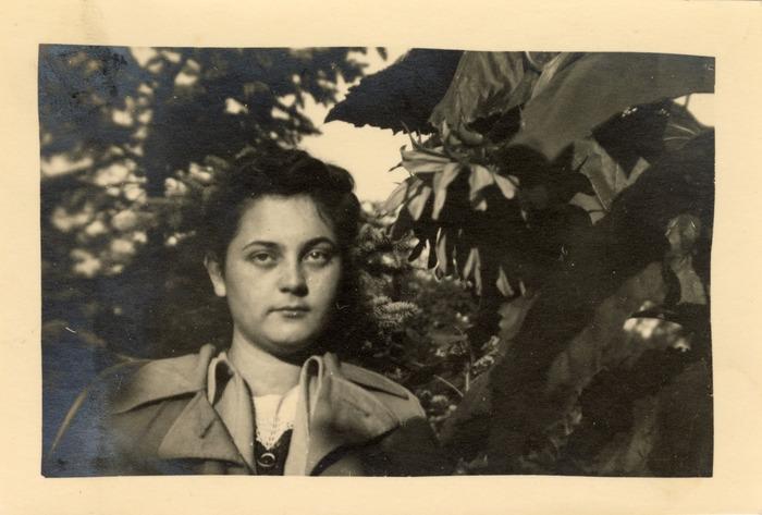 Dziewczyna z Grochowa, ok. 1940 r. [1]