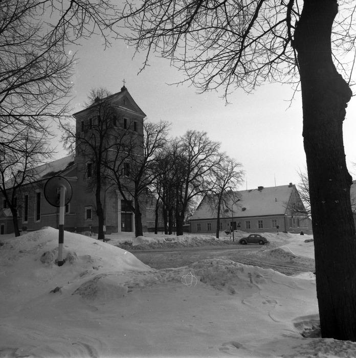 Kościół ewangelicki zimą [6]