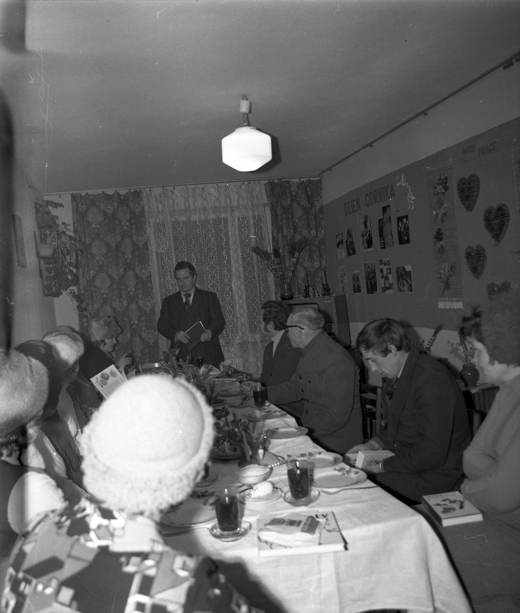 Spotkanie w klubie osiedlowym [5]