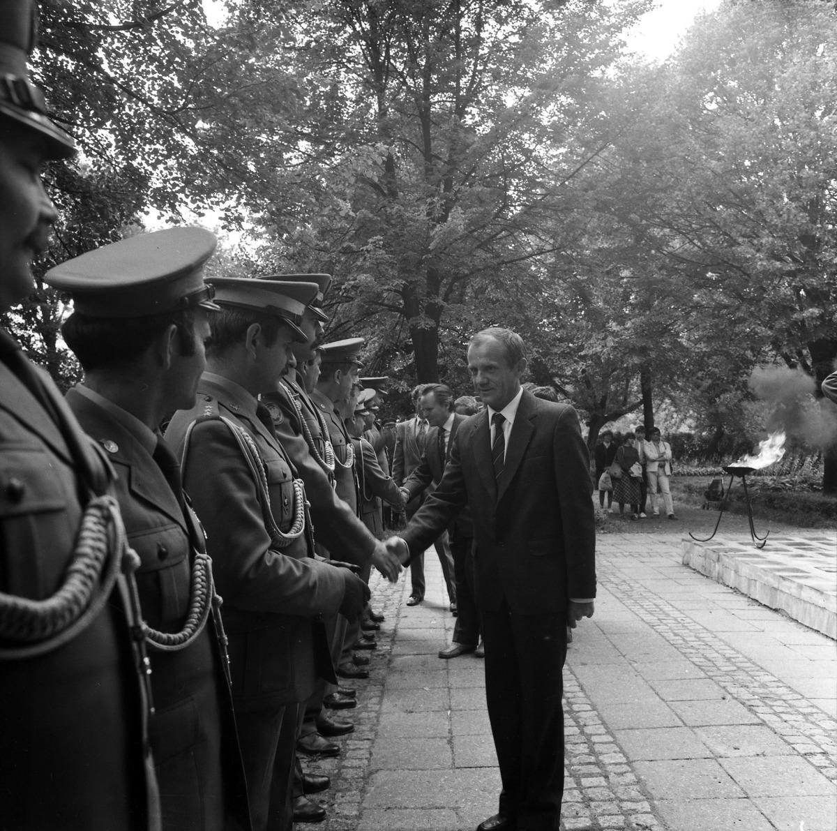 Delegacja ZSRR na cmentarzu żołnierzy radzieckich [8]