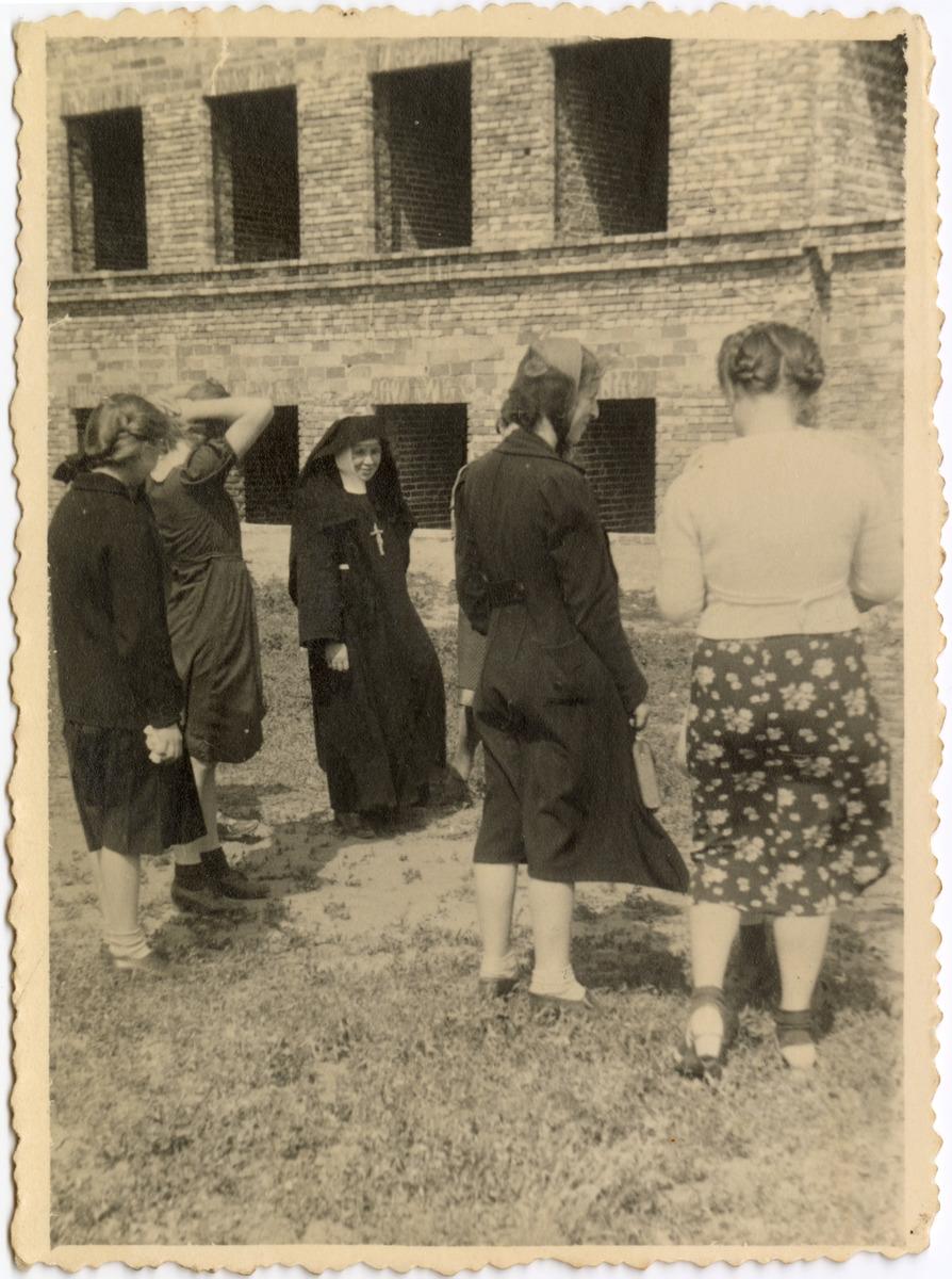 Gminna Szkoła Gospodarstwa Domowego w Wawrze, 1940 r. [1]