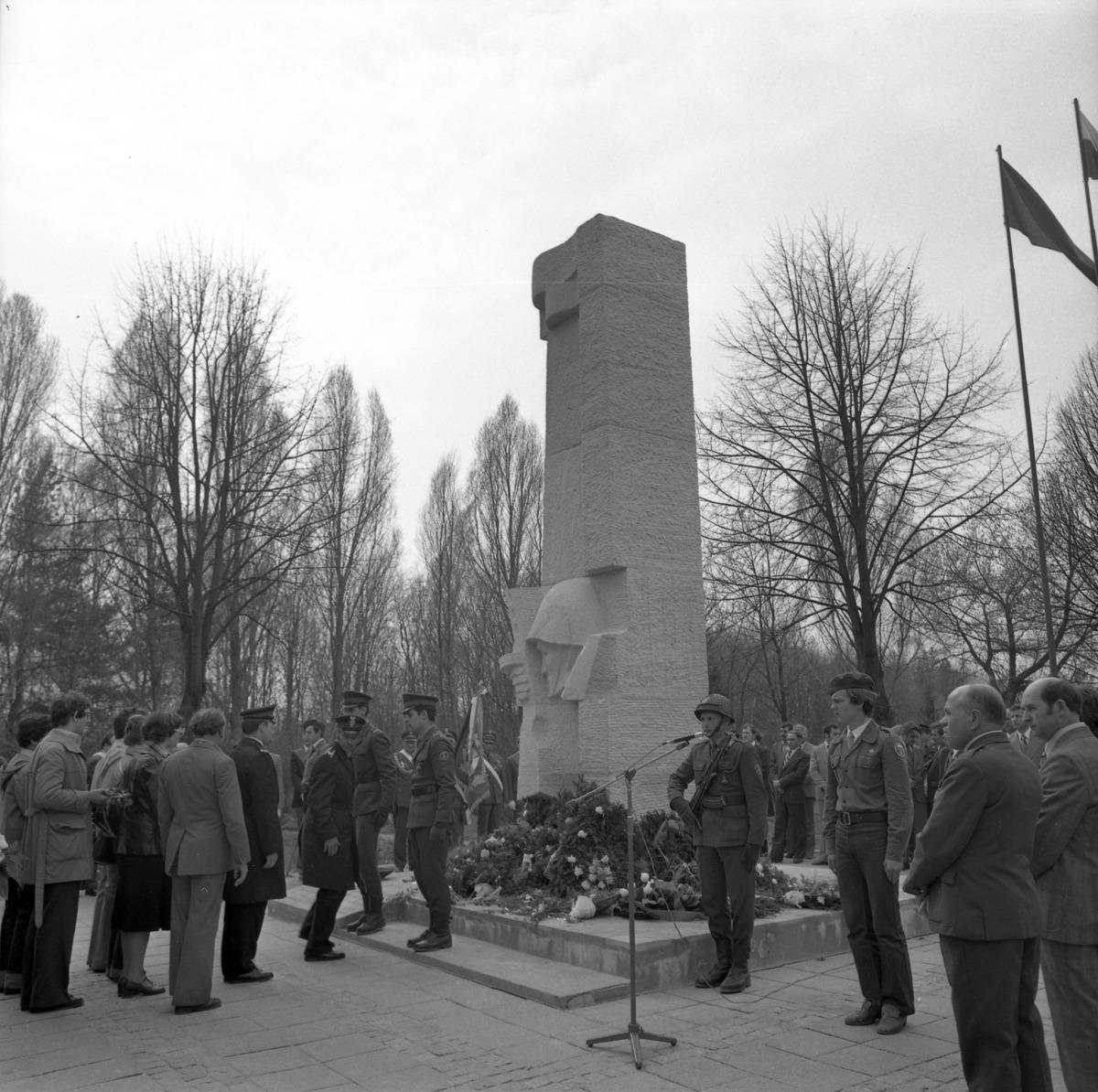 Odsłonięcie pomnika żołnierzy radzieckich, 1979 r.