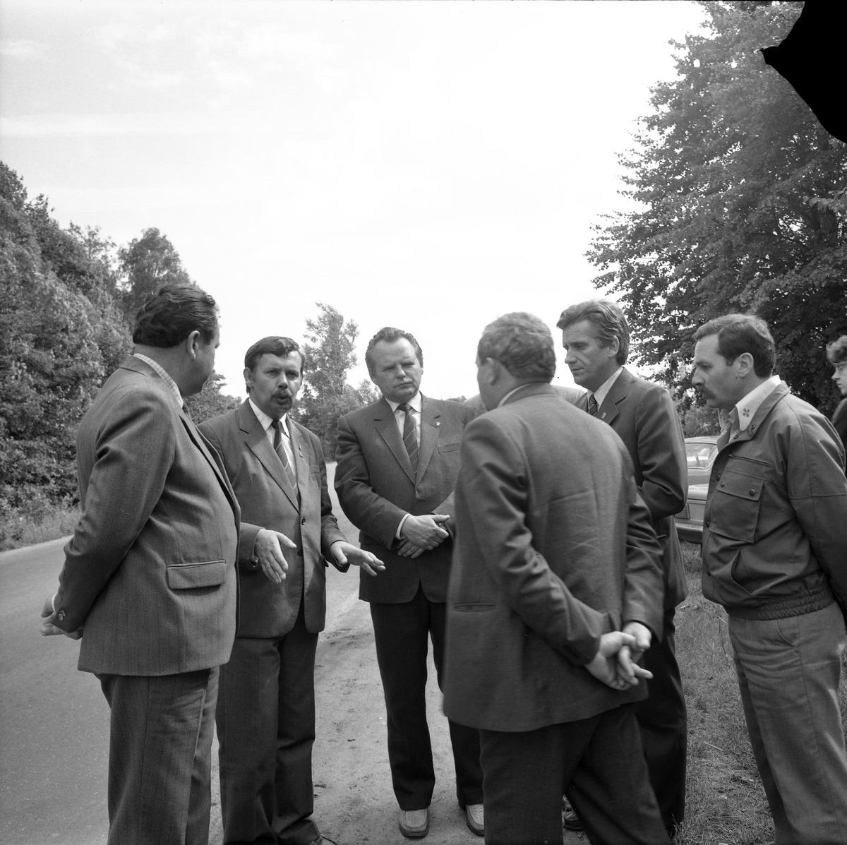 Delegacja ZSRR na cmentarzu żołnierzy radzieckich [2]