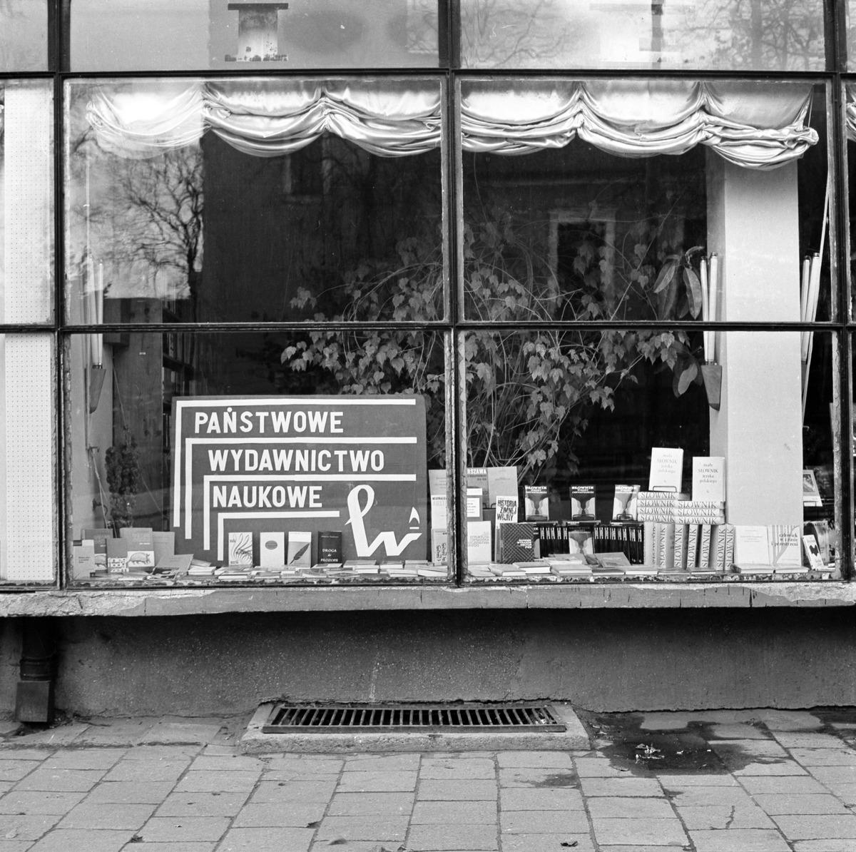 Witryna Domu Książki, 1972 r. [1]