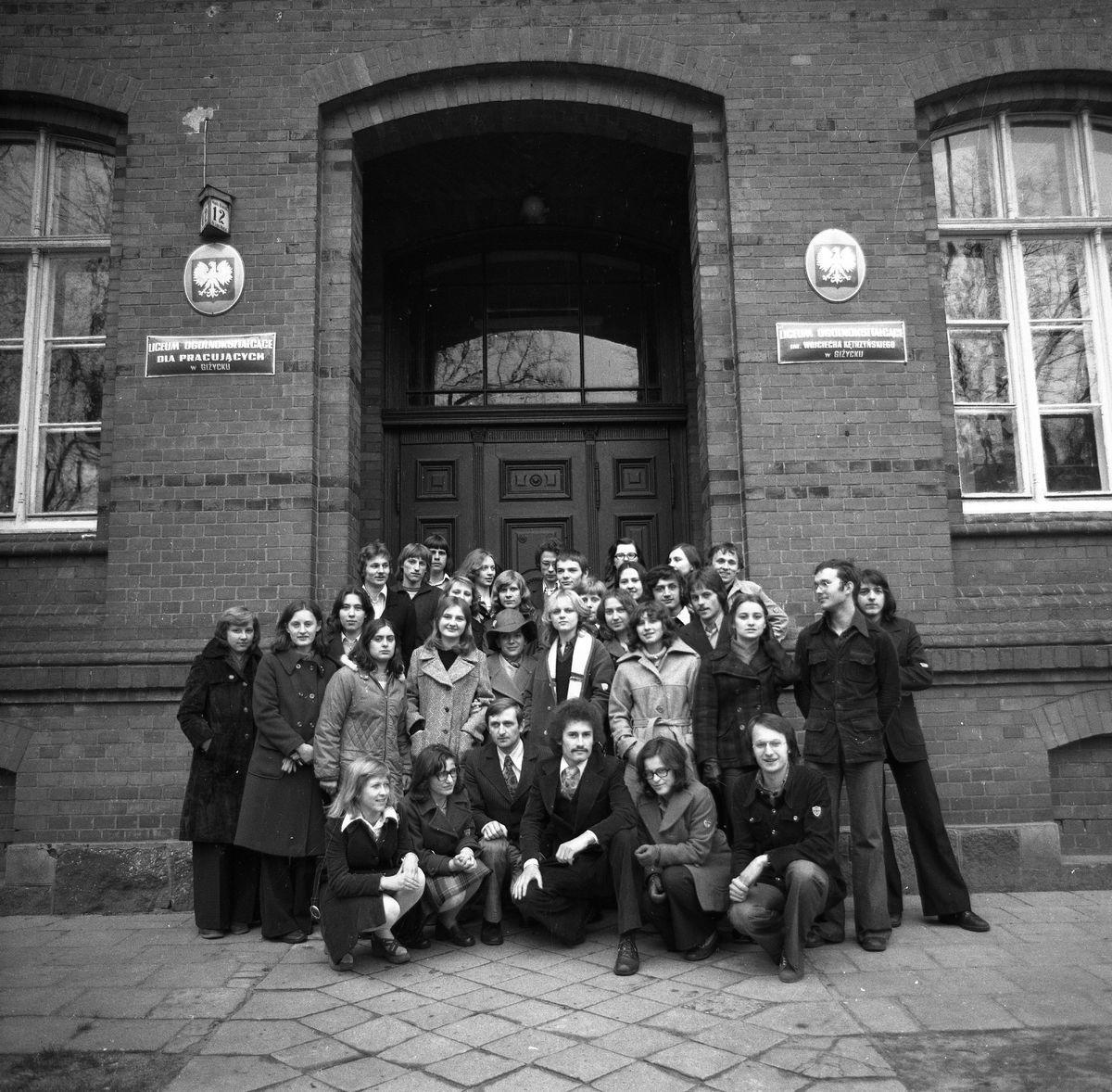 Zdjęcia klasowe LO, 1976 r.