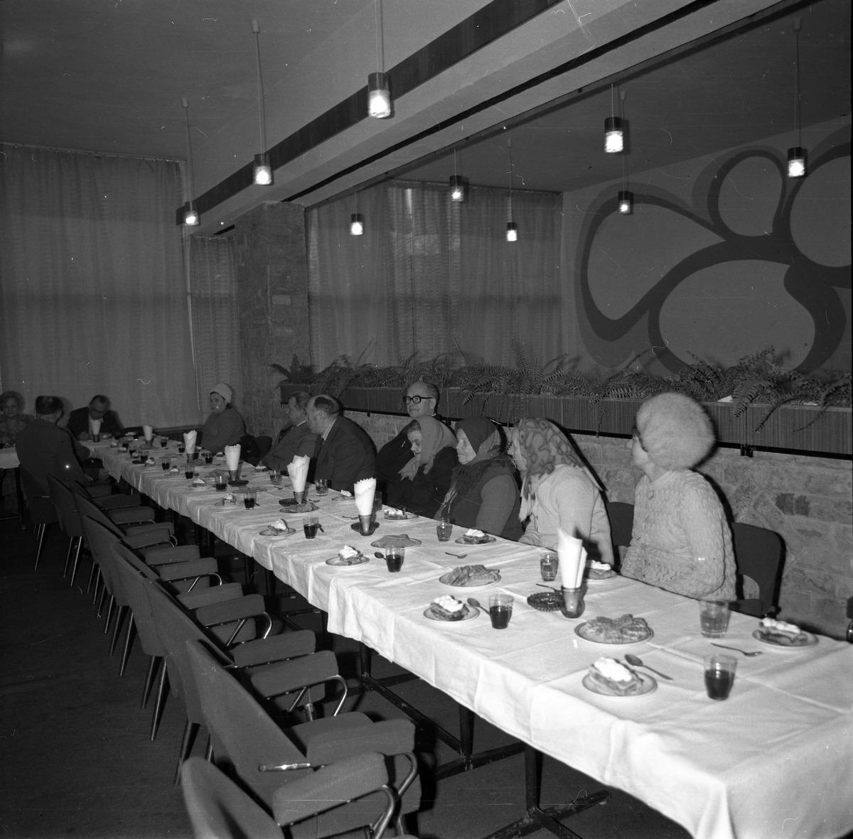 """Spotkanie pracowników WSS """"Społem"""", 1977 r."""