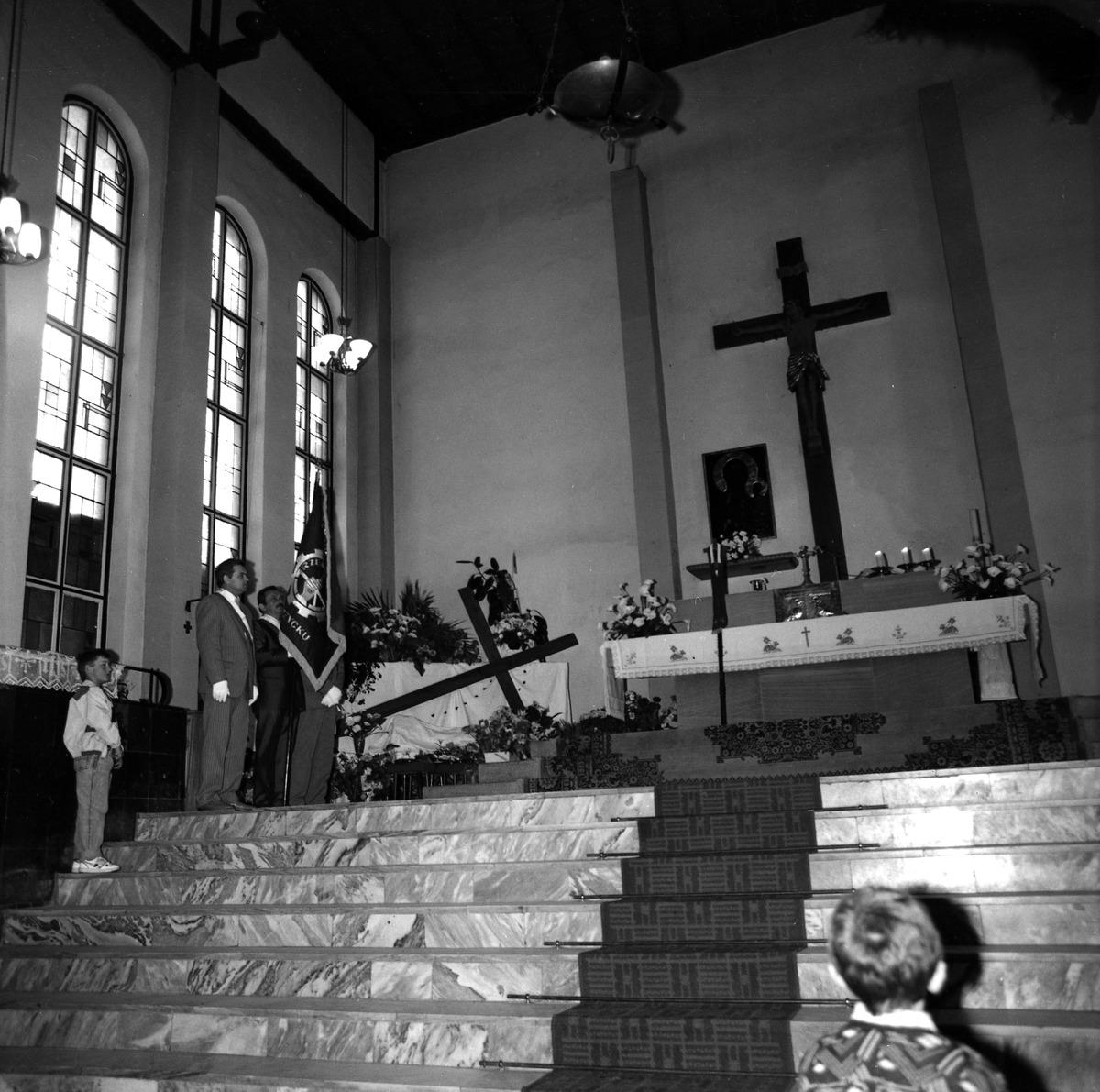 Poświęcenie sztandaru Cechu Rzemiosł Różnych, 1990 r. [4]