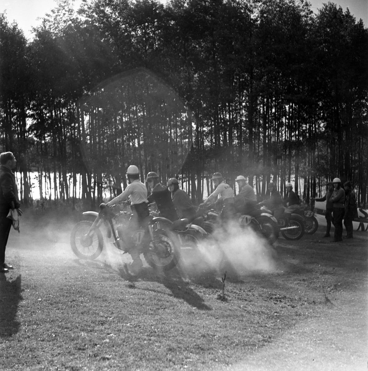 Zawody motocrossowe, 1964 r.