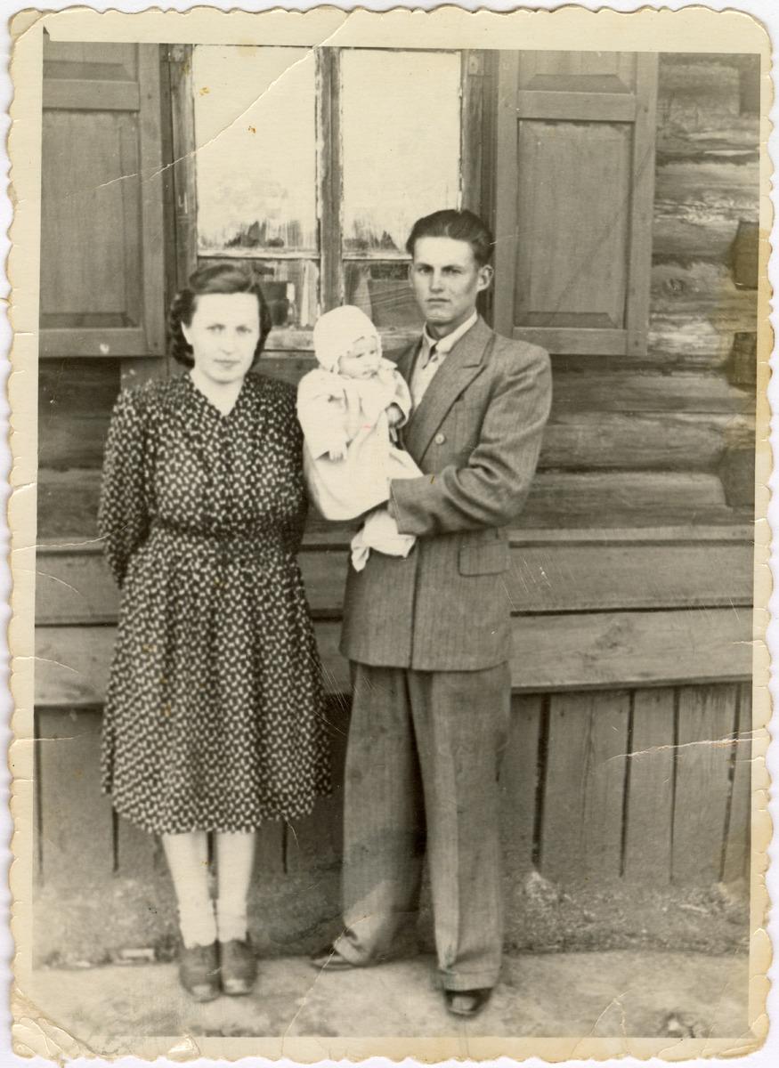 Maria i Wacław Panasik z córką