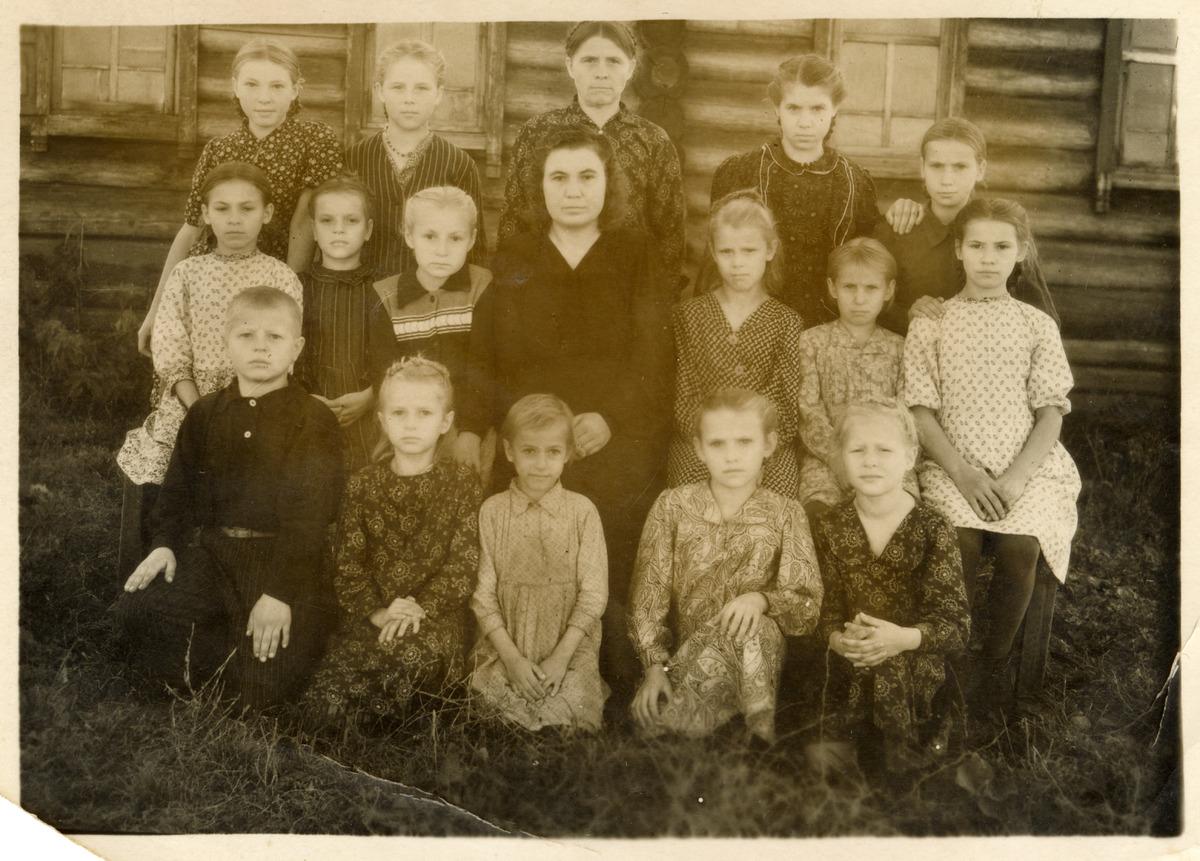 Uczniowie szkoły podstawowej na Syberii