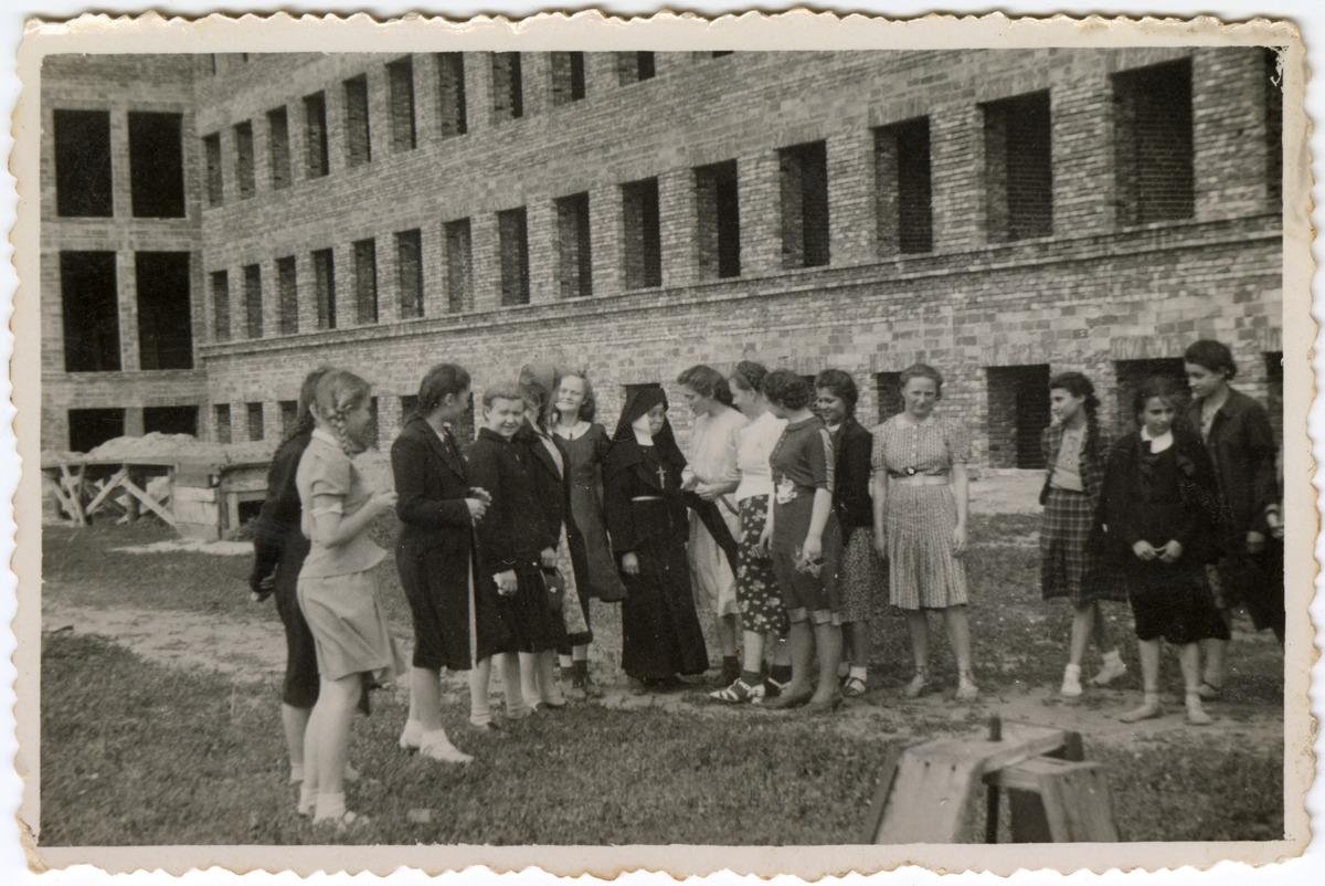 Budynek Gminnej Szkoły Gospodarstwa Domowego w Wawrze, 1940 r. [1]