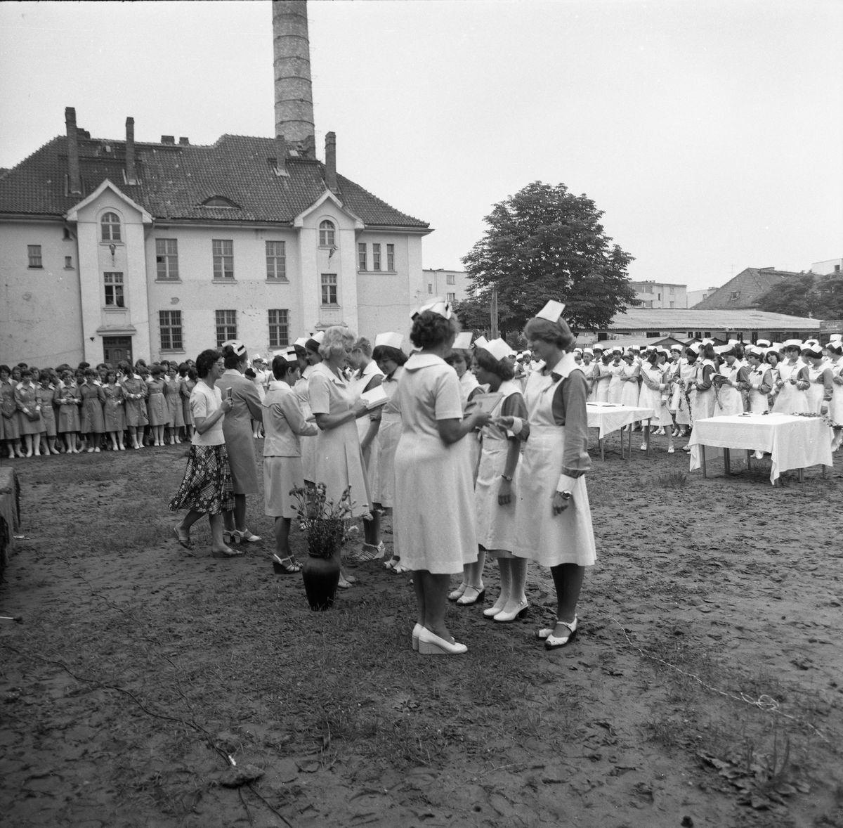"""""""Czepkowanie"""" w Liceum Medycznym, 1979 r."""