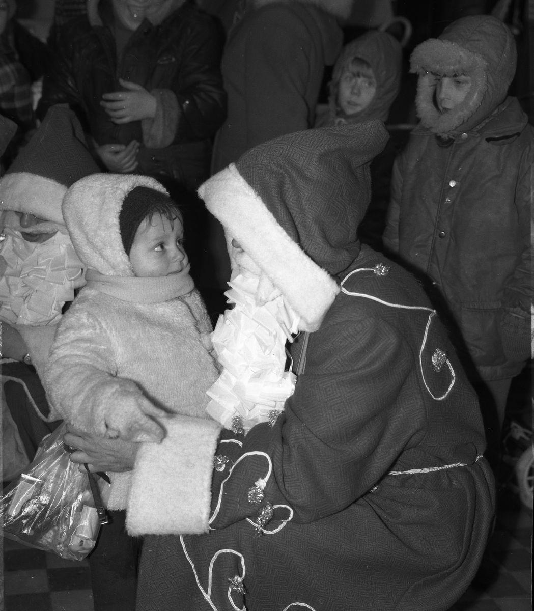 """Święty Mikołaj w sklepie """"Społem"""" [7]"""