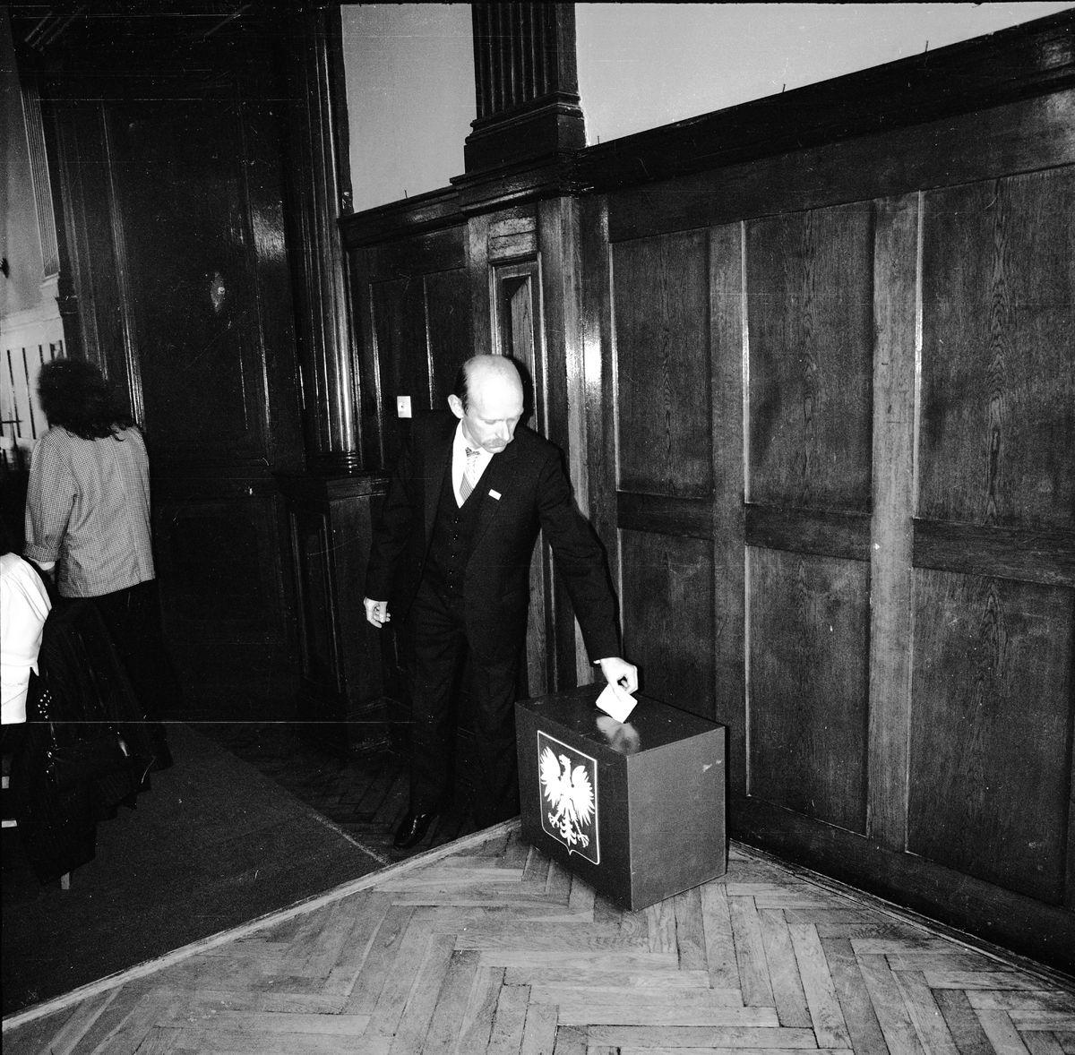 Uroczysta sesja Rady Miejskiej, 1990 r. [8]