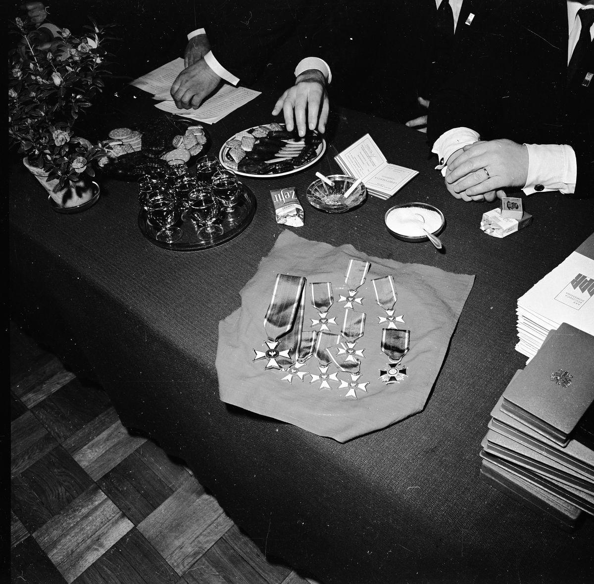 Wręczenie odznaczeń państwowych w Miejskim Zarządzie Budynków Mieszkalnych, 1972 r.