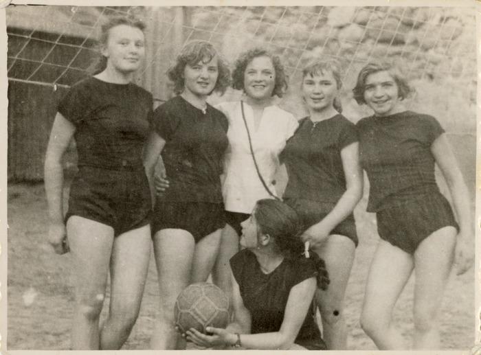 Stefania Platosz z koleżankami[4]