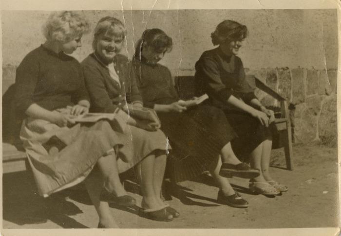 Stefania Platosz z koleżankami[2]