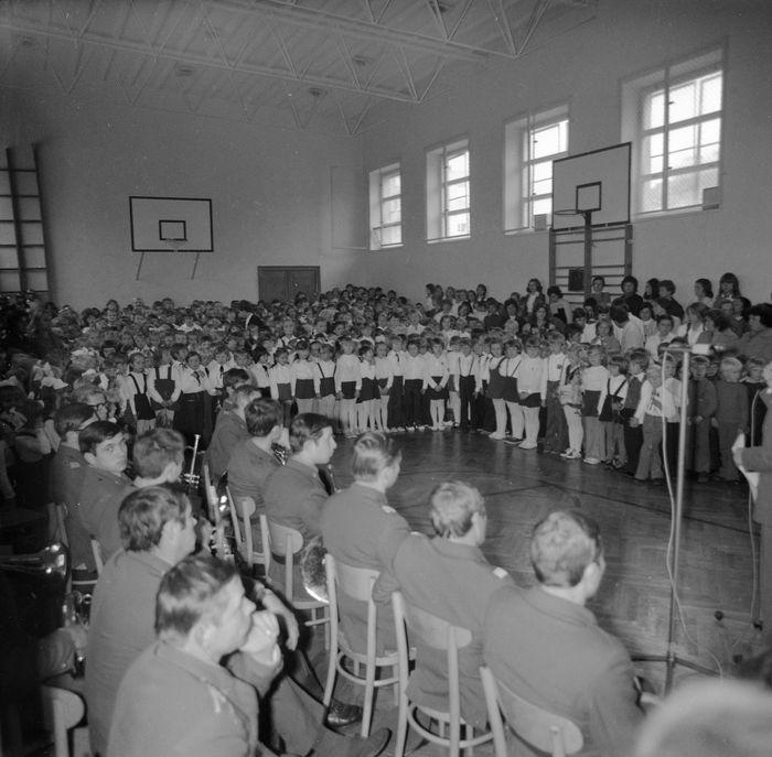 Święto Szkoły w SP nr 4, 1975 r. [5]