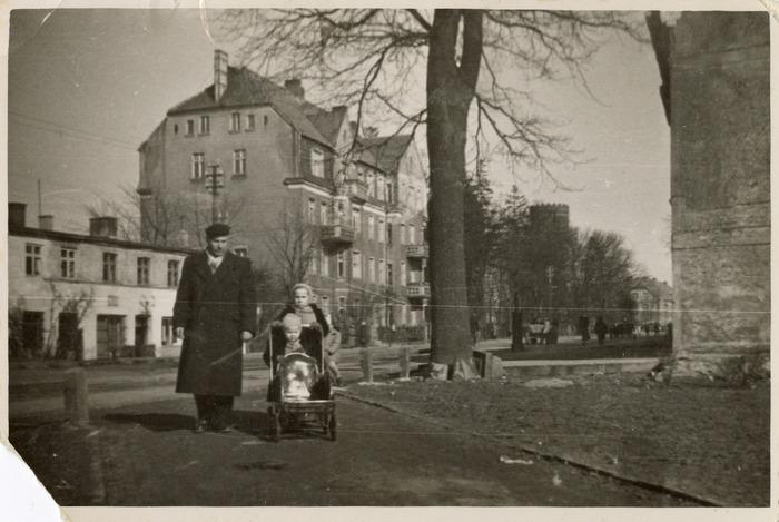 Teresa Łuńska z ojcem i siostrą