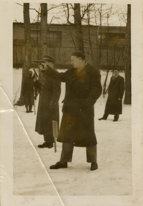 Leopold Arcichowski na strzelnicy