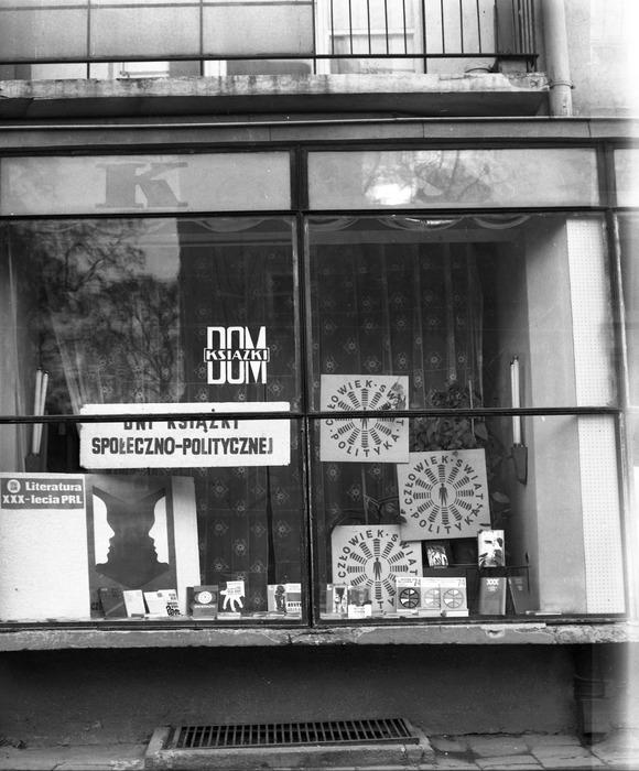 Witryna Domu Książki, 1974 r. [13]