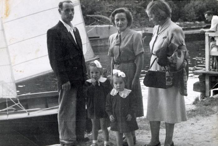 Rodzina nad kanałem Łuczańskim