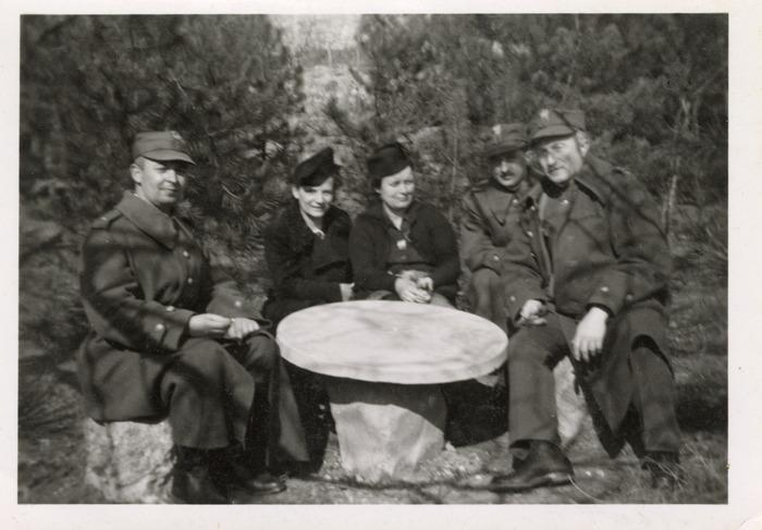 Maria Cichosz podczas internowania na Węgrzech [11]
