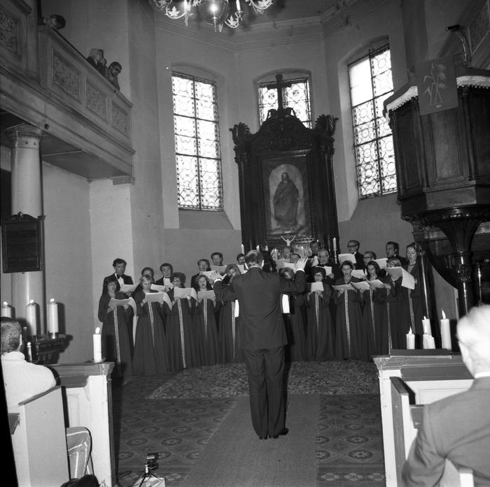 Występ chóru w kościele ewangelickim [6]