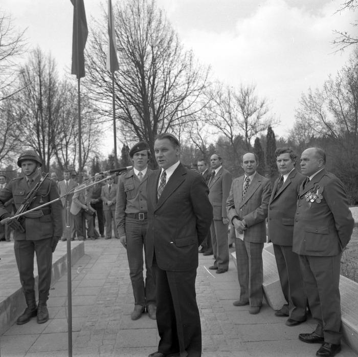 Uroczystość odsłonięcia pomnika żołnierzy radzieckich [33]